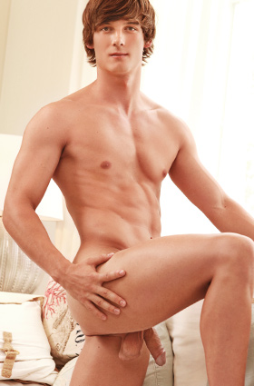 I guess Jerry is not too much of a disappointment after we rescheduled our planned model of the week, Shane Sanders.  Jerry is a hot, athletic kind of guy who we first met a while ago with his casting video.  Jerry is now working in the US as a personal trainer, but we hope that you enjoy him here today on BelAmi.